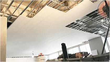 天井ボード工事の現場